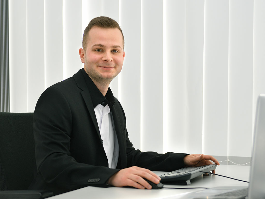 Niko Tomaschko, Technical Back-Office